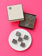 「とらや」のバレンタイン限定商品−「羊羹 au ショコラ」「小形羊羹 ラムレーズン」など