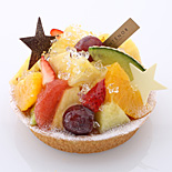 大丸東京店で七夕スイーツ−フルーツを盛り込んだタルト、七夕モチーフの和菓子など