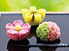 季節の生菓子(左から:福桜、山吹、花くれない)