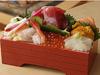 鮭と海鮮食べくらべ弁当(上)、戸井小町(下)
