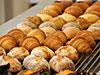 店頭にラインアップするパン各種